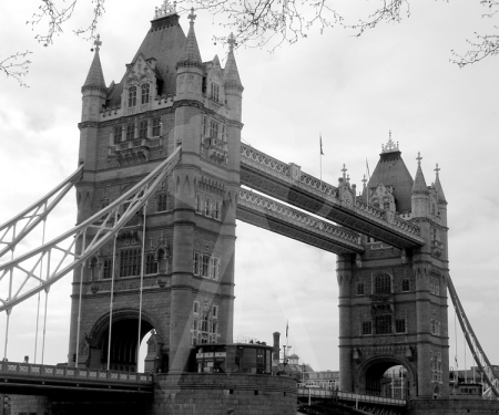London_Tower-Bridge_BW